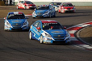 WTCC Race report Muller and Menu split the victories in season finale at Macau