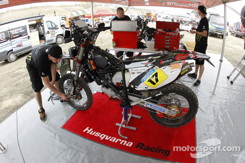 Husqvarna Rallye Team completes warmup in stage 1