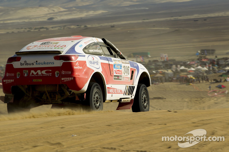 Quick act keeps fast Riwald pair in the Dakar