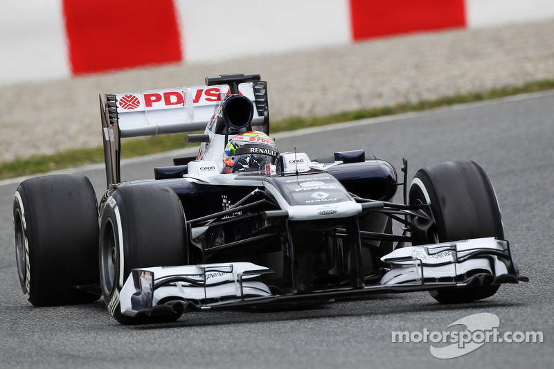 Williams tried different front wings on Day 2 in Barcelona