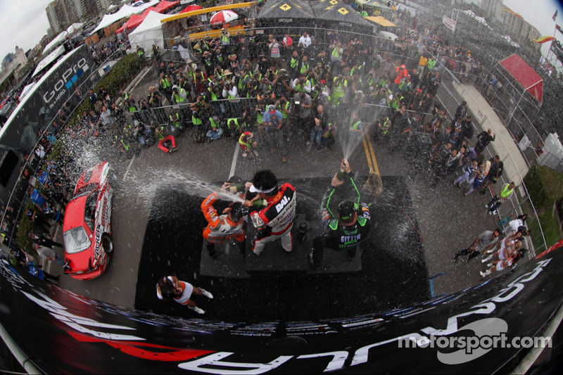 Yoshihara drifts to the win on the streets of Long Beach