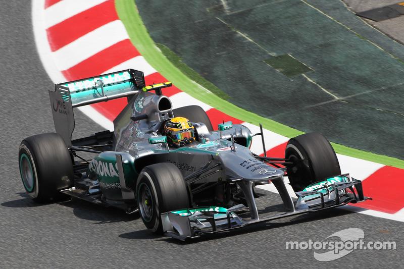 Hamilton scoffs at Vettel-to-Mercedes rumour