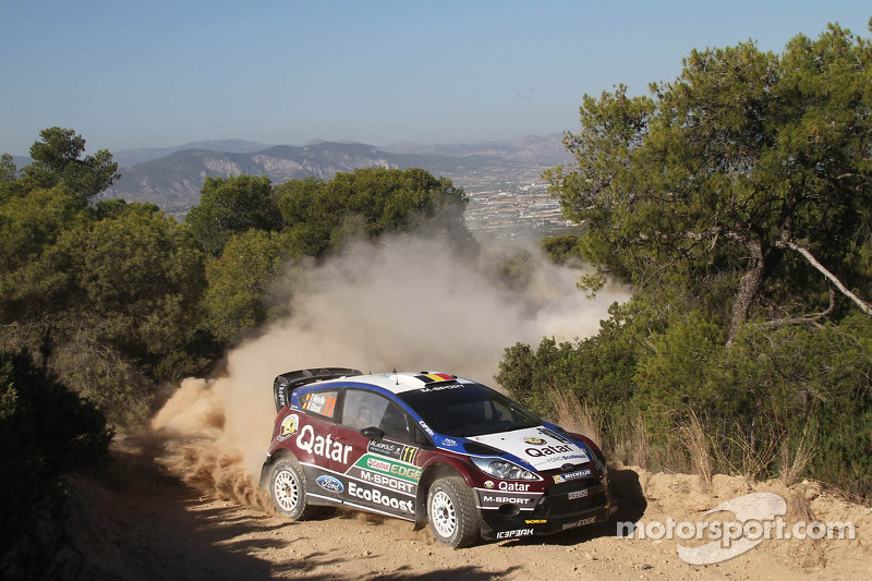Neuville moves up to podium as rock breaks Novikov lead