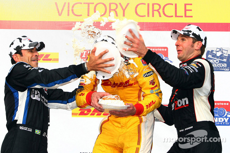 Hunter-Reay wins Milwaukee for second consecutive year