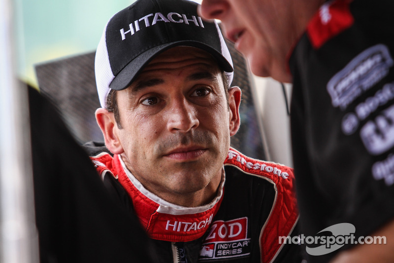 Castroneves suffers minor injuries in stock car crash in Brazil
