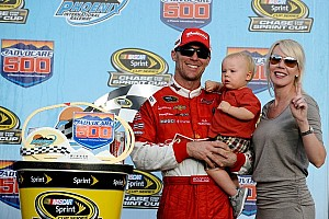 Harvick takes victory in Phoenix, championship fight moves to Homestead