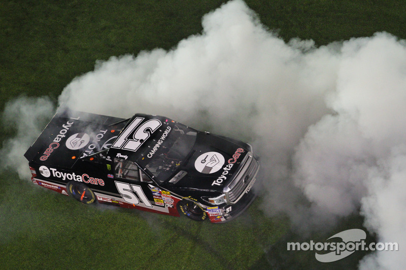 Kyle Busch finally gets truck win at Daytona