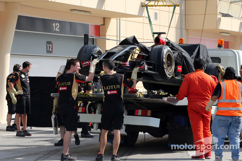 Fire ends the day's running for Lotus in Bahrain