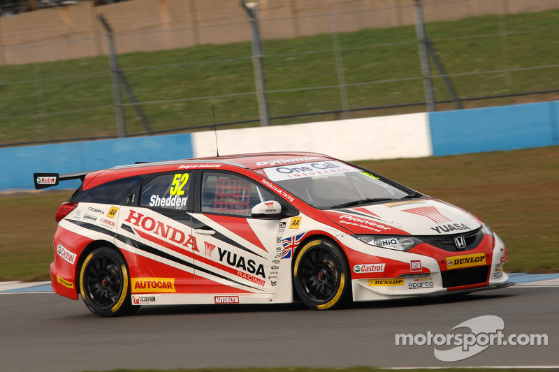 Shedden steals race 3 win with thrilling last-lap pass on Turkington