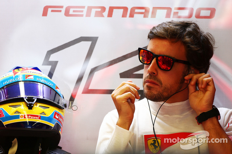 No Mercedes seat for Alonso 'in short term' - Wolff