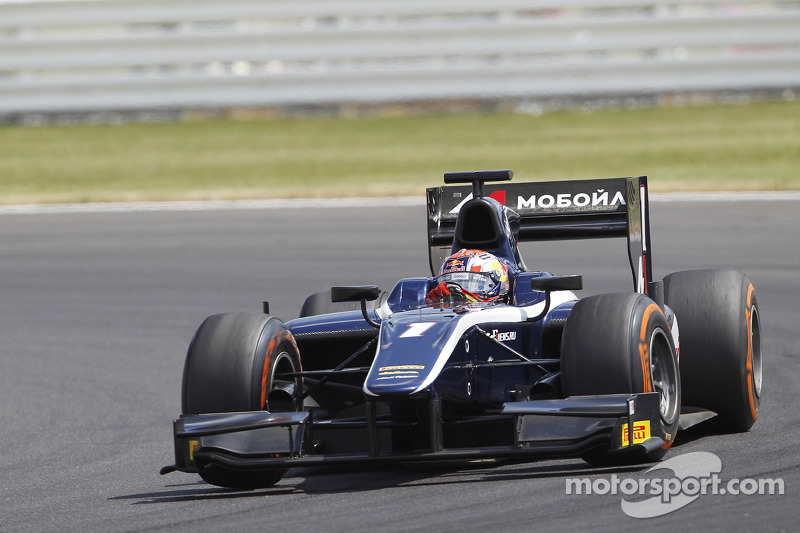 Evans storms to maiden victory at Silverstone