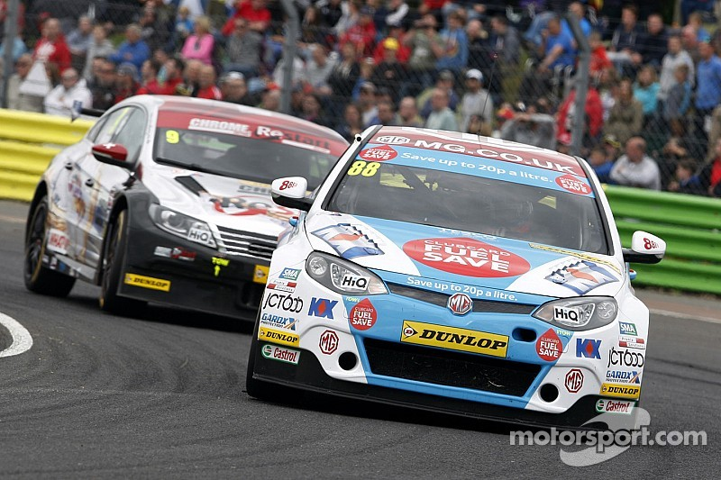 Turkington sets pace but it's Tordoff's pole