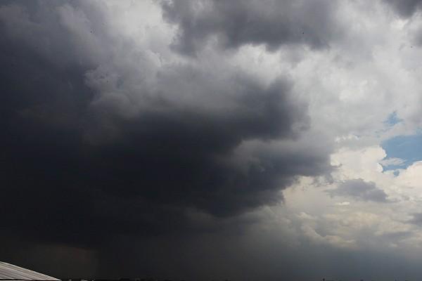 Golf ball sized hail halts practice for 24 Hours of Barcelona - photos