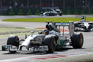 Hamilton and Rosberg get on with their struggle in Singapore