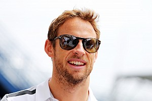 Alonso delay puts cloud over Button's future