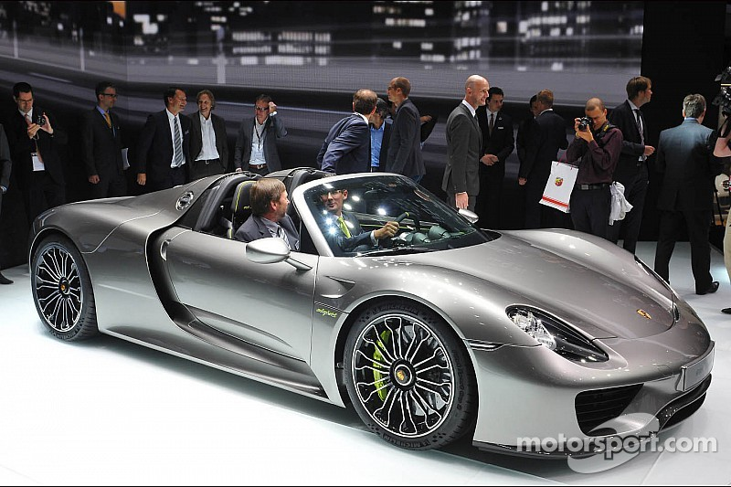 vid o la porsche 918 spyder lanc e 350 km h sur route. Black Bedroom Furniture Sets. Home Design Ideas