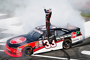 Dillon dominates in Charlotte
