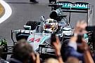 Após triunfo, Hamilton diz que tomou decisão de ir aos pits sozinho