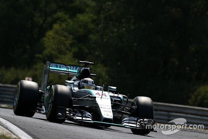 Tranquilo, Hamilton despacha adversários e lidera terceiro treino livre