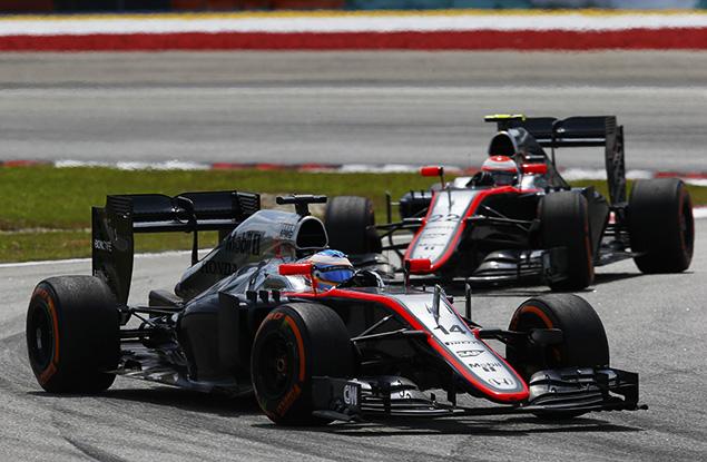 فريق مكلارن مُتخوّف من سباق صعب في البحرين