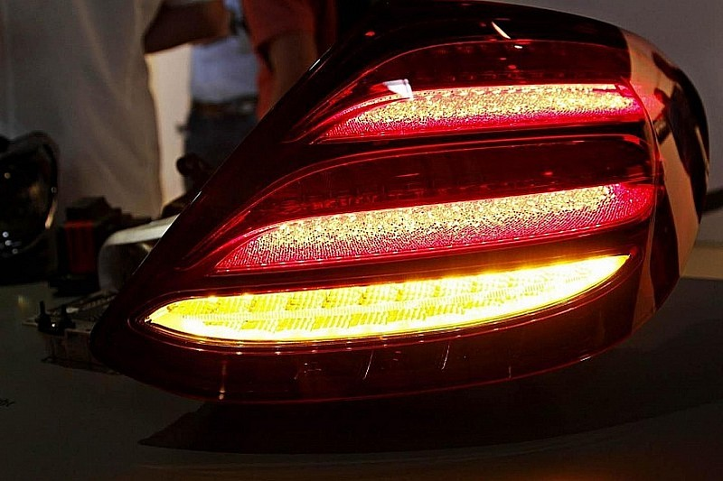 الصور الأولى للمصابيح الخلفية للجيل الجديد من مرسيدس E Calss