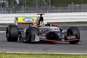 Fórmula V8 3.5 Relato da corrida De ponta a ponta, Ellinas vence a primeira em Silverstone