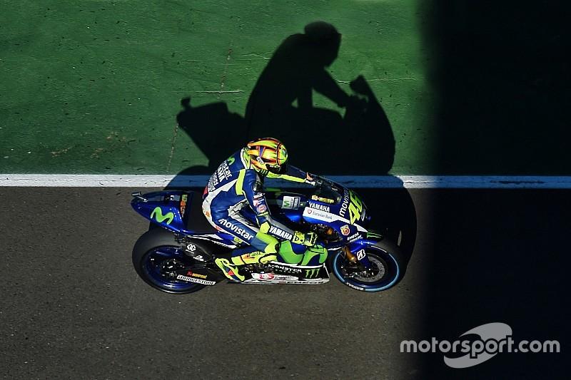 Rossi señala que el podio es