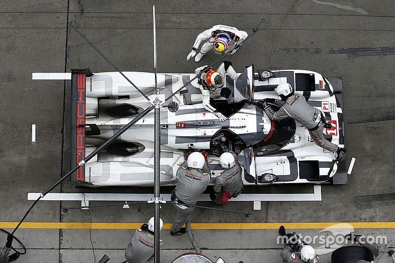 Porsche aims to expand title collection at desert finale
