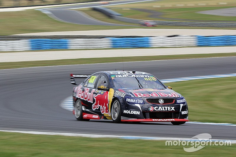 Phillip Island V8s: Lowndes wins to keep title fight alive