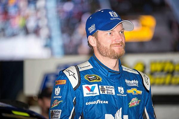 NASCAR Sprint Cup Últimas notícias Piloto mais popular da NASCAR começa férias em grande estilo
