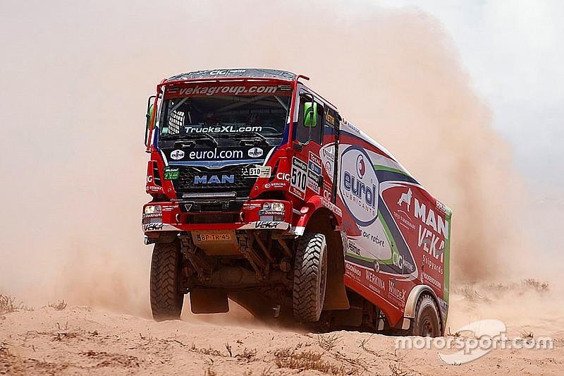 Dakar trucks: Versluis wint, De Rooy dicht bij eindzege