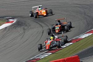 F4 BRÉKING Mick Schumachert az élről büntették meg: kilökte a riválisát