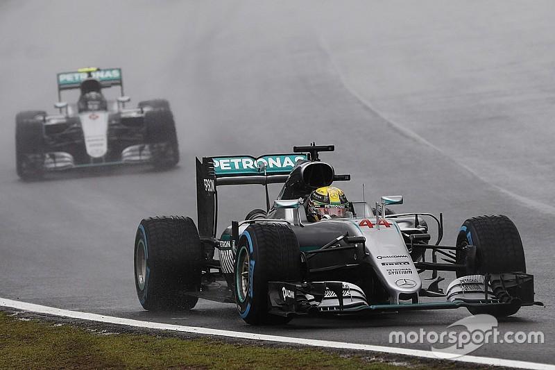 Formel 1 in Brasilien: Hamilton siegt im Regen und macht WM-Kampf spannend