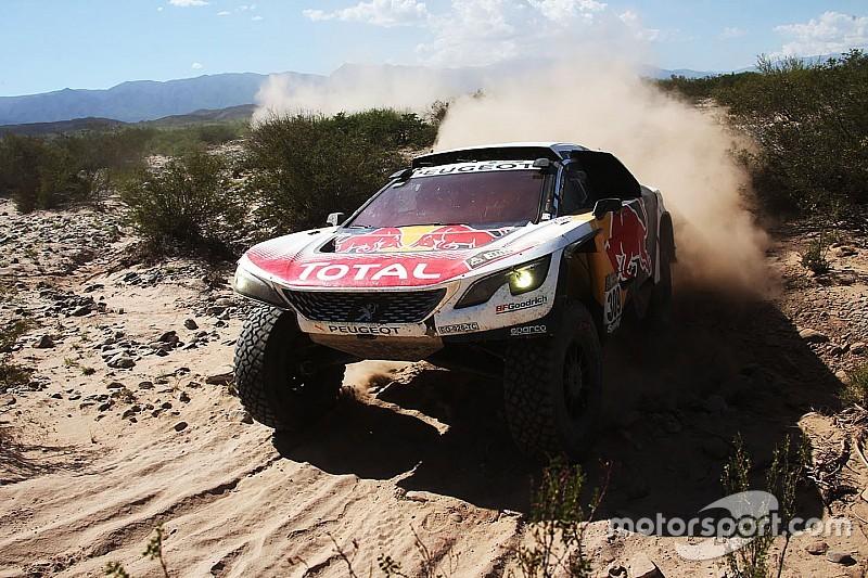 Dakar 2017: Loeb zegeviert, maar loopt amper in op Peterhansel