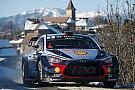 WRC Neuville y Evans comparten victorias en la mañana del sábado