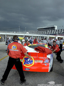 The Tide team scrambles for cover as heavy rain and lightening forced the cancelation of qualifying until Friday at noon