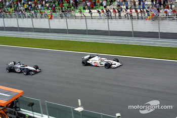 Battle between Jacques Villeneuve and Mika Hakkinen