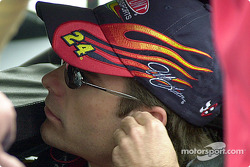 Jeff Gordon putting his ear plugs in