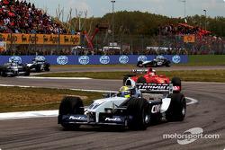 Second lap: Ralf Schumacher in front of Rubens Barrichello