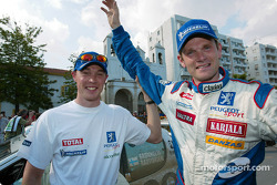 Winner Marcus Gronholm with Richard Burns