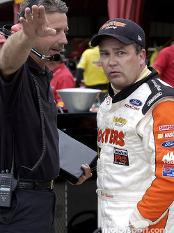 Brett Bodine confers with crew chief Doug Richert