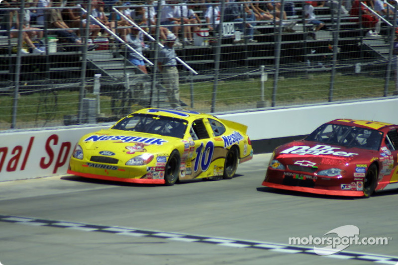 Scott Riggs and Ron Hornaday battle