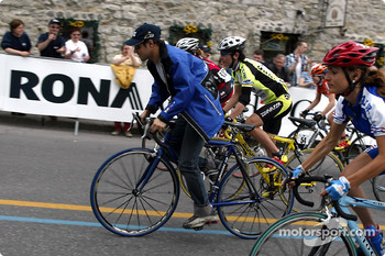 Felipe Massa  was invited by Mr. Daniel Mannibal, Organizer of the World Cup and Tour Grand Montreal, to lead the warm up lap ahead of the girls cyclist taking part in the World Cup Cycling last leg in Terrebonne, near Montreal