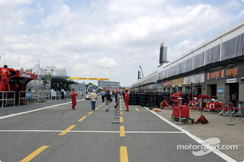 Pitlane activity