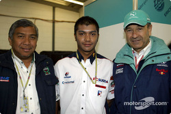 Malaysian driver Mohamed Fairuz Mohamed Fauzy visting Team Sauber: Fairuz and Peter Sauber