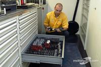 DTM Fotos - Blick in die Opel-Box