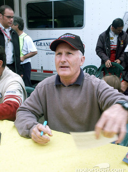 Elliott Forbes-Robinson signs autographs
