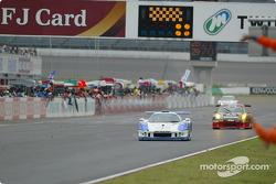GT300 class winner #62 Vemac RD320R, Shinsuke Shibahara, Syogo Mitsuyama