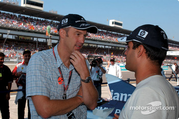 Juan Pablo Montoya talks with actor Anthony Edwards
