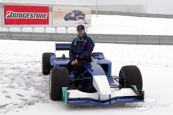 Snow postpones Sauber Petronas C22 rollout: Nick Heidfeld
